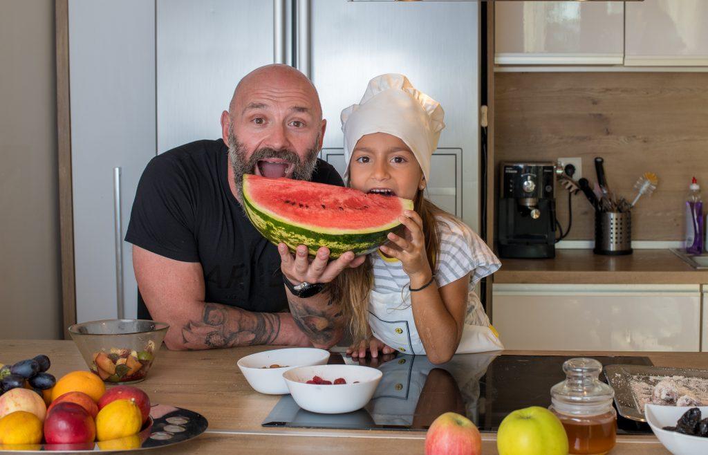 Ултрамаратонецът Краси Георгиев и влогърката Криси Колева от канала Вкъщи с Криси